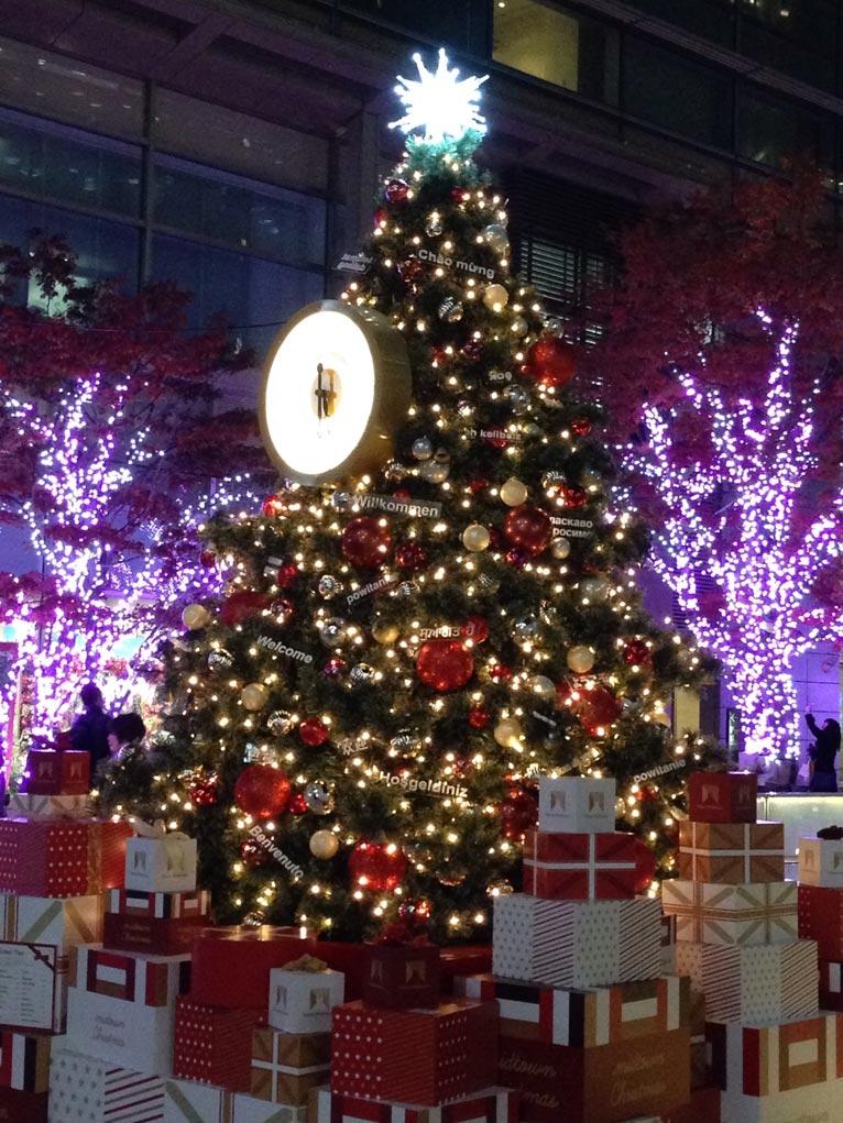 クリスマスイルミネーションがきらびやかな東京ミッドタウン