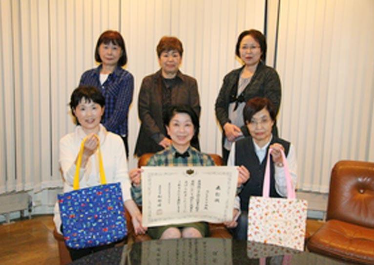 北海道紋別郡湧別町 女性ボランティアサークル「ルピナスの会」代表 宮澤 道 平成29年度子供の読書活動優秀実践団体として文部科学大臣表彰を受賞しました。