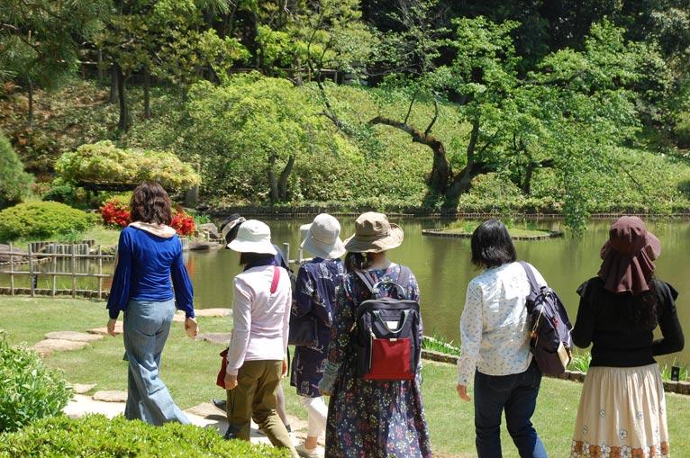 JGNスペシャル・ガーデンツアー『香り風景そぞろ歩き』開花を迎えるフジや色を深める木々の葉、 惜春の香りを感じに、肥後細川庭園へを終えて
