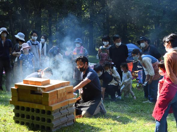 赤城自然園 森のキャンプ場FJネクスト主催レンガ窯で親子ピザ作り体験